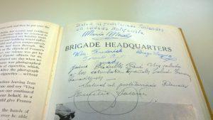 Koskisen muistokirja, joka on tällä hetkellä esillä Työväenmuseo Werstaan Espanjan sisällissotaa käsittelevässä näyttelyssä.