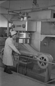 OTK:n makaronitehdas, sekalaista, makaronin valmistuskone v.1946.