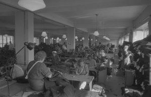 OTK:n Pukutehdas, sisäkuvat, iso työsali v.1950.