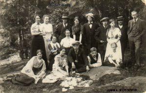 Raittiusyhdistys Koitto kesäretkellä luonnon helmassa n. v. 1910.